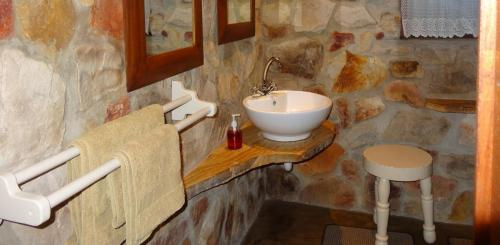 Cottage bathroom 2-min